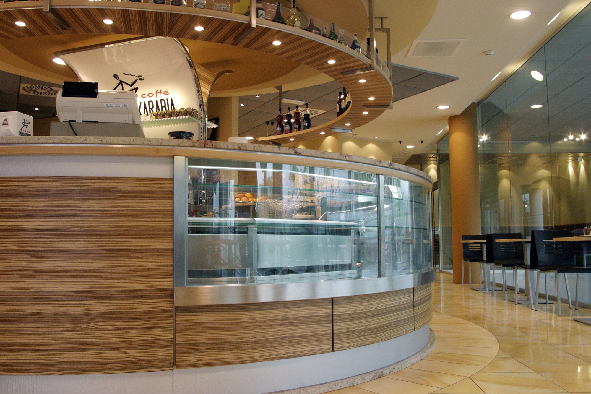 Arredamento ristorante in legno gm group a trento for Abc arredamenti trento orari
